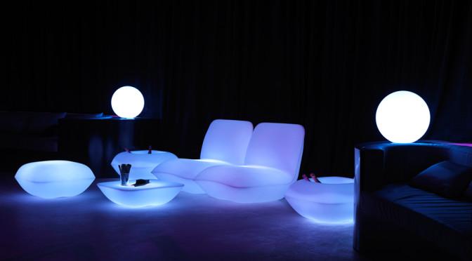 du mobilier lumineux pour un jardin contemporain